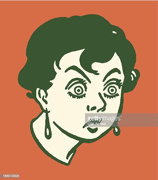 Femme avec gros yeux