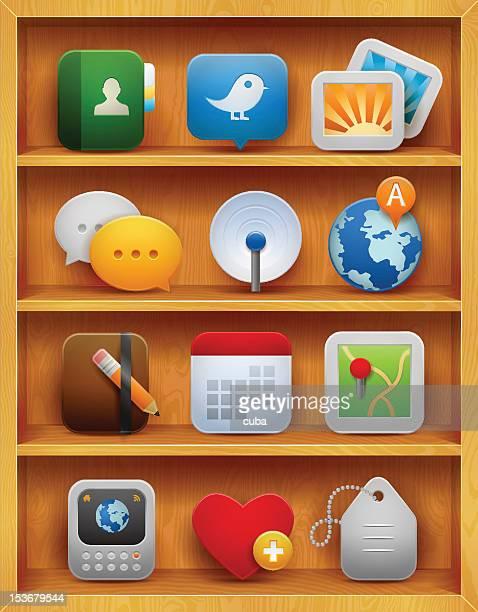 Hölzerne Bücherregale mit satin-social-media-Symbole innen