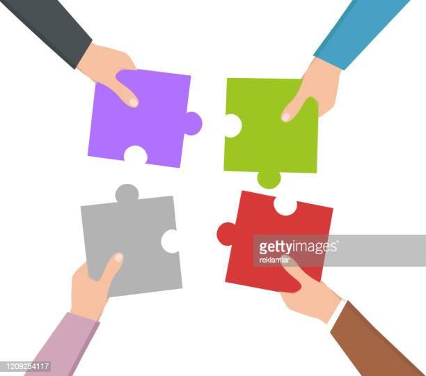 ilustraciones, imágenes clip art, dibujos animados e iconos de stock de trabajando juntos puzzle hands, concepto de trabajo en equipo. - equipo
