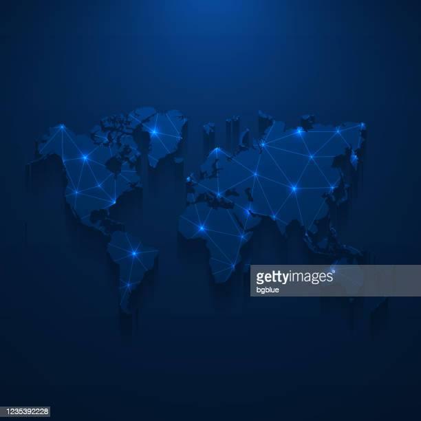 illustrazioni stock, clip art, cartoni animati e icone di tendenza di rete mappa del mondo - mesh luminosa su sfondo blu scuro - europa continente