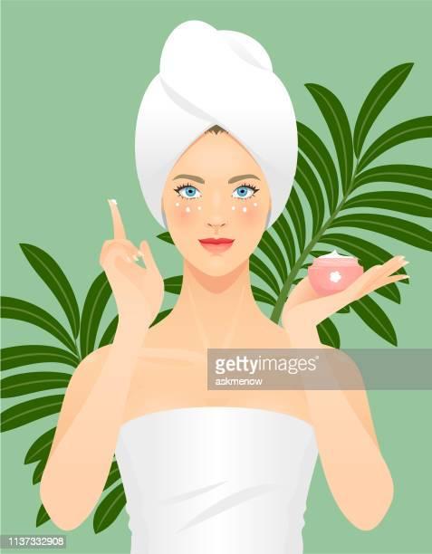 illustrations, cliparts, dessins animés et icônes de jeune femme appliquant un produit de beauté sur sa peau - jeunes femmes