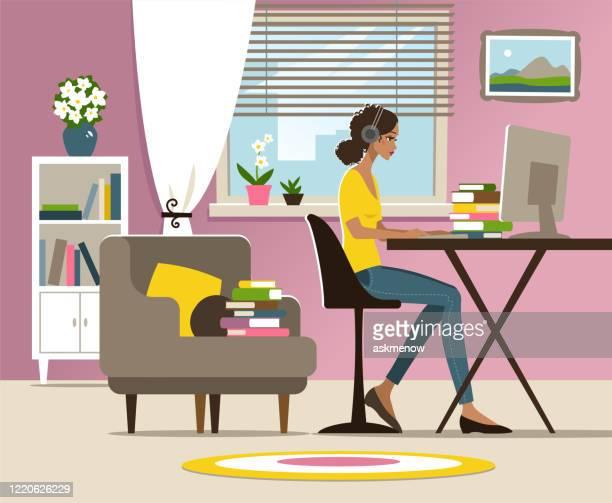 自宅で勉強している若い女性 - 人里離れた点のイラスト素材/クリップアート素材/マンガ素材/アイコン素材