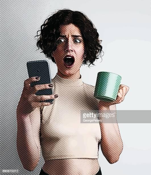 若い女性の携帯電話を使用して、悪いニュースを受信します。