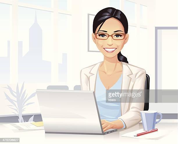 若い女性のラップトップで仕事する
