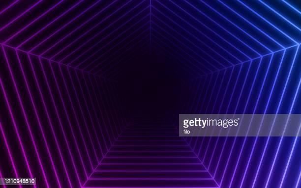 illustrazioni stock, clip art, cartoni animati e icone di tendenza di tunnel di curvatura zoom - punto di fuga