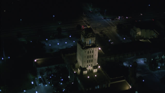 aerial of beverly hills city hall or government office building. courtyard. upper class. los angeles area. - ビバリーヒルズ点の映像素材/bロール