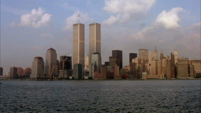 stockvideo's en b-roll-footage met wide angle of new york city skyline. twin towers world trade center new york harbor in shot. - world trade center manhattan