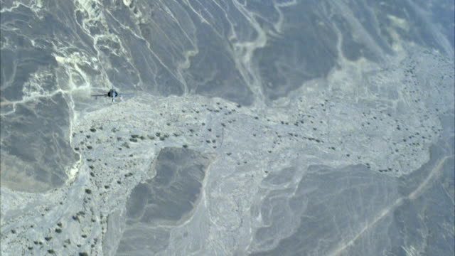 tracking shot of two camouflage f-16 fighter jets flying. see jets banking left and right and barreling. see land below. neg cut. middle east. - fighter stock videos & royalty-free footage
