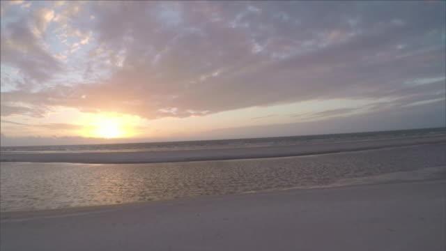 vídeos y material grabado en eventos de stock de drone aerial flying over paradisac beach in brazil at dawn - nublado