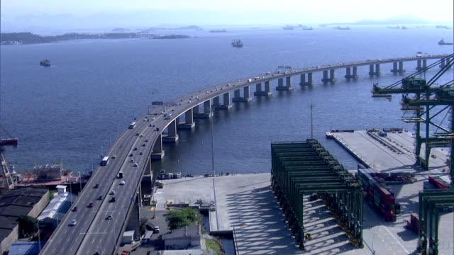 vídeos de stock, filmes e b-roll de brazil - rio de janeiro - aerial view ponte rio-niterói - porto distrito