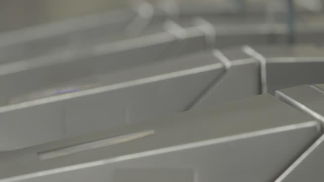 subway turnstile - 自動改札機点の映像素材/bロール