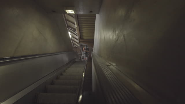 stockvideo's en b-roll-footage met close up - escalator - voetgangerspad