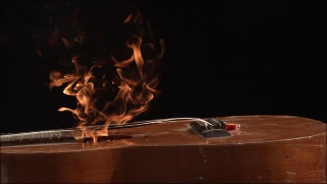 vídeos de stock, filmes e b-roll de slo mo special effects musical instruments - violão