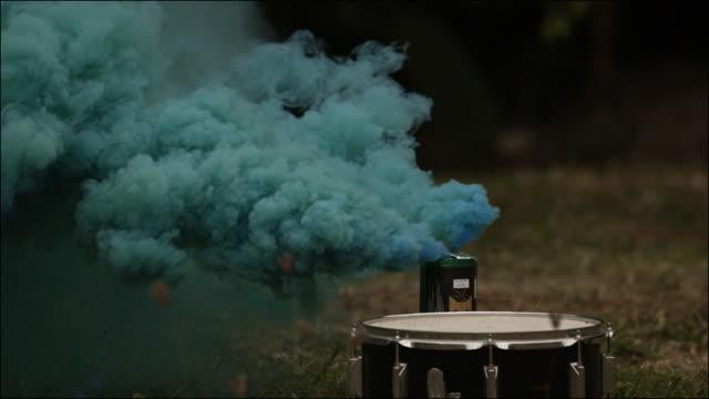 vídeos de stock, filmes e b-roll de slo mo special effects musical instruments - rocking