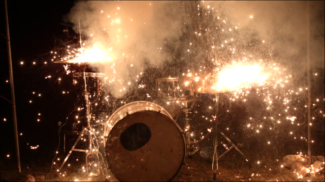 vídeos de stock e filmes b-roll de slo mo special effects musical instruments - emotion