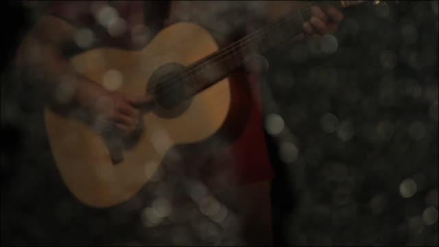vídeos y material grabado en eventos de stock de slo mo special effects musical instruments - madera material