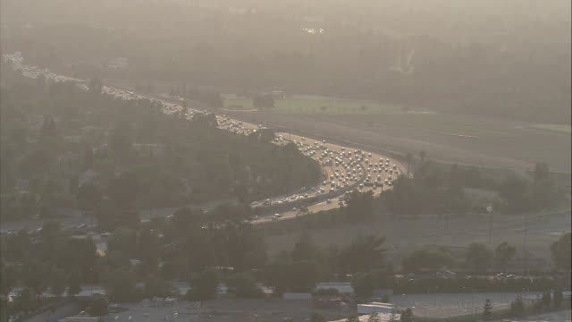 WIDE ANGLE OF CARS DRIVING ON HIGHWAY 405 SURROUNDED BY TREES. TRAFFIC JAM. SAN FERNANDO VALLEY.