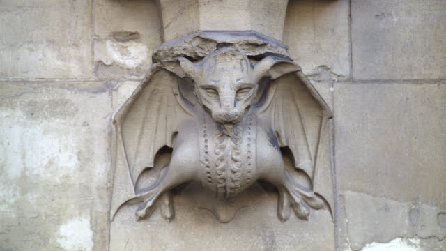 CLOSE ANGLE OF STATUE, CARVING, GROTESQUE OR GARGOYLE ON STONE BUILDING. COULD BE CHURCH OR CATHEDRAL. WESTMINSTER ABBEY.