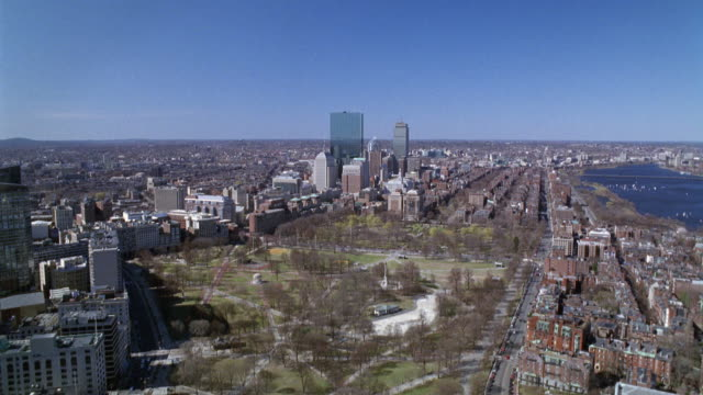 wide angle of boston common. city skyscrapers, multi-story apartment buildings in neighborhoods along charles river. back bay and beacon hill. bridges, park. sailboats in river. hancock place and prudential tower in bg. new england. - back bay boston stock videos & royalty-free footage