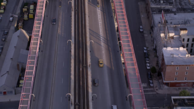 aerial of traffic or cars driving over williamsburg bridge. east river visible below bridge. empire state building and citigroup building visible in bg. city skylines. high rises, office buildings, glass buildings. downtowns. - spring flowing water stock videos & royalty-free footage
