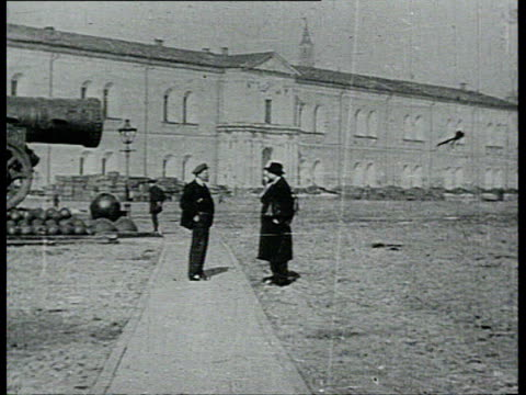 16oct1918 b/w montage lenin standing alone on kremlin central square lenin talking with bonchbruyevich on kremlin central square / moscow russia - 政治家点の映像素材/bロール