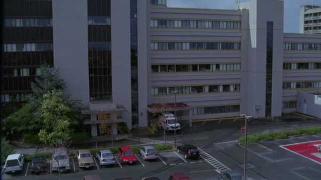 "EST. WIDE ANGLE SHOT OF HOSPITAL WITH PARKING LOT IN FG.<P><A HREF=""HTTPS://WWW.SONYPICTURESSTOCKFOOTAGE.COM/FOOTAGE?KID=4303"">FOR DAY-NIGHT MATCHING SHOTS, CLICK HERE.</A><P>"