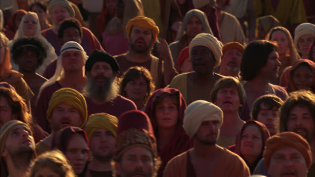 pan left to right of crowd of townspeople. could be ancient middle east. biblical times. - avvenimento biblico video stock e b–roll