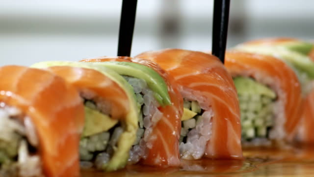 sushi pezzi - 4 scatti - 1080hd - sushi video stock e b–roll