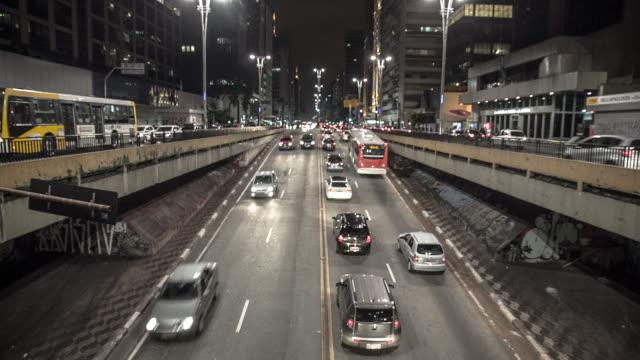 vídeos de stock, filmes e b-roll de brazil - são paulo downtown - túnel estrutura feita pelo homem