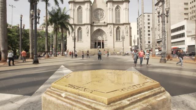 vídeos de stock, filmes e b-roll de brasil - downtown são paulo - passagem de pedestres