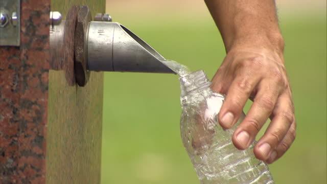 HAND FILLING WATER BOTTLE