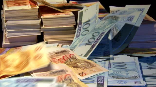 vídeos de stock, filmes e b-roll de brazilian money - pilha arranjo