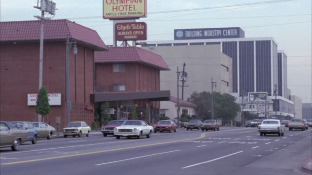"pan right to left from city street to  ""papa choux"" restaurant and cocktail bar. city street in fg. - 1975 stock videos and b-roll footage"