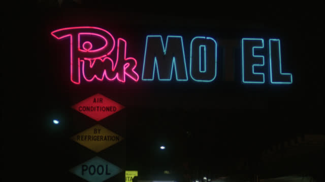 "vidéos et rushes de est    ""pink motel"" neon sign   pan down from sign to hotel lobby - hall d'accueil"