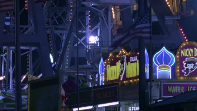 vídeos de stock, filmes e b-roll de medium angle. camera pans up and down on ferris wheel. - atlantic city