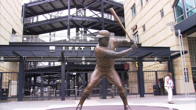 MS. WILLIE STARGELL STATUE OUTSIDE LEFT FIELD OF PNC PARK IN PITTSBURGH. ZOOM IN ON STATUE.