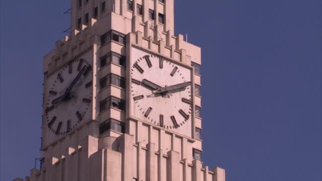 vidéos et rushes de brazil - rio de janeiro - horloge