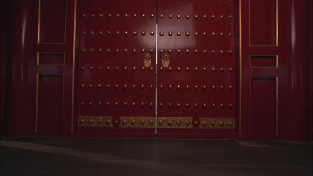 wide angle moving pov through door to show courtyard in forbidden city. pagodas. could be temples, government buildings or imperial palaces. landmarks. - forbidden city stock videos & royalty-free footage
