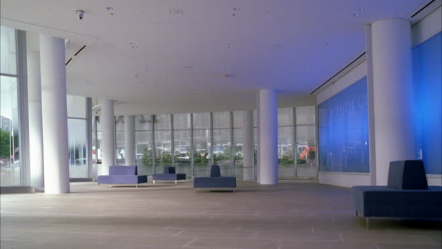 wide angle of empty lobby in office building. - ロビー点の映像素材/bロール