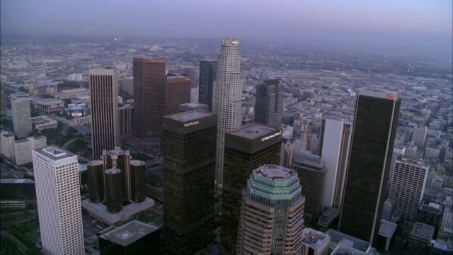 stockvideo's en b-roll-footage met aerial of downtown los angeles skyline. high rise buildings and skyscrapers visible. us bank tower. sunset. - us bank tower