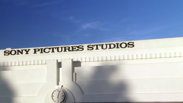 pull back from water tower to overland gate or entrance to sony pictures studio lot. security gates. los angeles area. - culver city stock videos & royalty-free footage