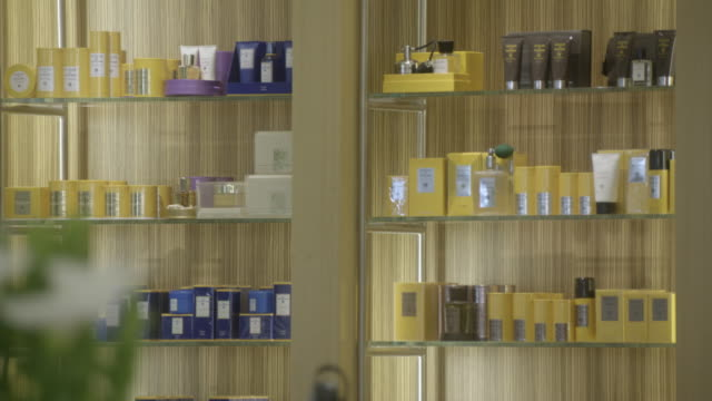 pan down from perfumes to shoes, high-heels on display at barney's new york clothing store. upper class. - parfum stock-videos und b-roll-filmmaterial