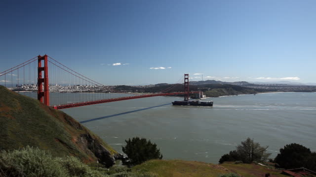 wide angle of golden gate bridge. freighter or ship in ocean. san francisco bay. pov from marin. city skyline in bg. landmark. - golden gate bridge stock videos & royalty-free footage