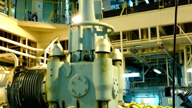 stockvideo's en b-roll-footage met exhaust valve - machinekamer