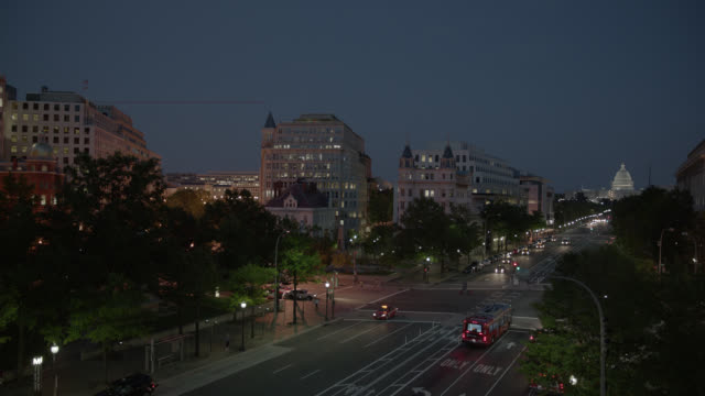 high angle down of city street near capitol building. office or government buildings visible. pedestrians and bicyclists visible. - capitol hill stock videos & royalty-free footage
