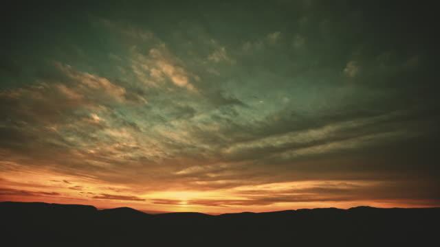 vídeos y material grabado en eventos de stock de cloudscape time lapse - crepúsculo