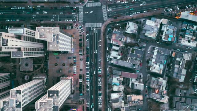 overhead aerial flight over rooftops, urban landscape - 市街地の道路点の映像素材/bロール