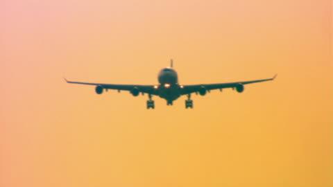 vídeos y material grabado en eventos de stock de airplane - vehículo aéreo