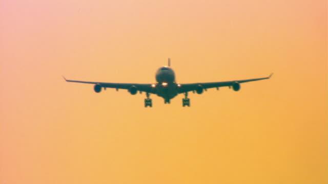 vidéos et rushes de airplane - avion de tourisme