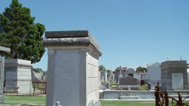 ms cemetery. camera slowly pans r-l on headstones. camera also passes tombs. graveyards. tombstones. gravestones. graves. - 墓地点の映像素材/bロール